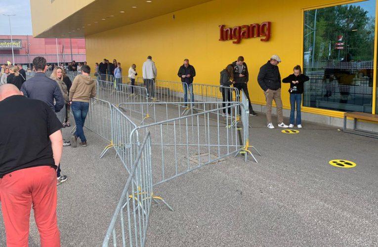 Heerlen IKEA மீண்டும் திறக்கப்பட்டது !!!கடையில் நீண்ட வரிசையில்  வாடிக்கையாளர்கள்.