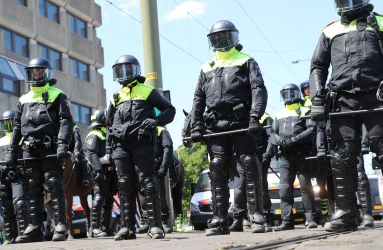 Den Haag இல் 30 பேர் கைது